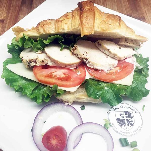 Sandwich Croissant poulet grillé fromage