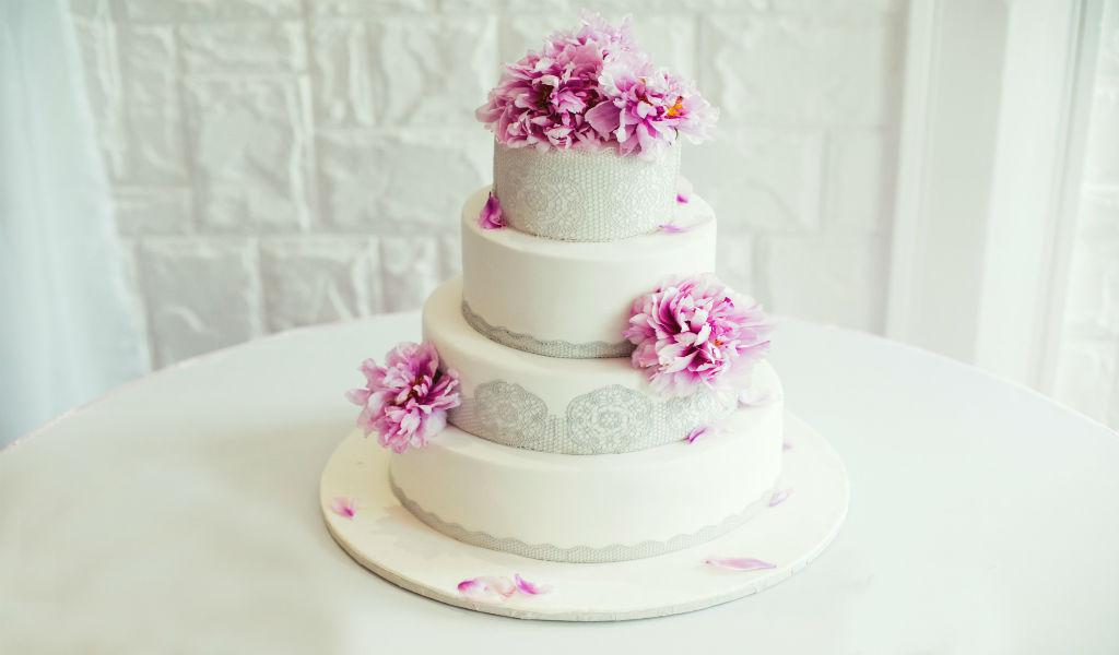 Corey Heart Wedding Cake | Duc De Lorraine